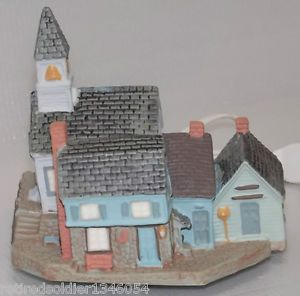 New Vintage 1989 Avon Fine Collectibles Early American Light Up Village Church
