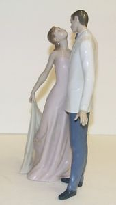 "Lladro Figurine Happy Anniversary 6475 12 5"" Pristine Condition"