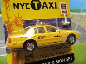 Daron Diecast Ford Crown Victory New York Taxi Cab Sign RT 8948 1 43