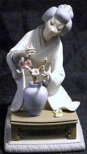 Retired Lladro Figurine 4840 Japanese Geisha Girl Decorating Flower Vase Matte