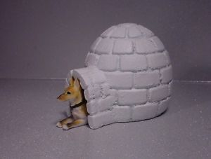 Igloo Dog House Miniature w German Shepherd Dog 1 24 1 18 G Scale Diorama Item