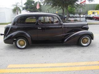 Pre War Car: Toys & Hobbies