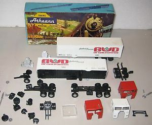 2 Boxes of Athearn HO Gauge Semi Tractor Trailers
