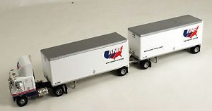 Athearn 91134 Freightliner Tractor w 2 28' Trailers anr Freight ptd HO