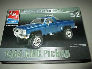 AMT Ertl Model Kit 1984 GMC Pickup 1 25 Skill Level 2 Hot Trucks Truck