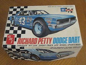 AMT Richard Petty Dodge Dart Plastic Model Car Kit 1 25 T229