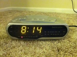 Emerson Research Smart Set LED Dual Alarm Clock Radio cks 1851 Sets Itself