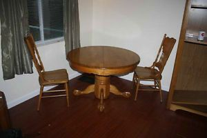 Beautiful Round Oak Kitchen Dining Room Pedestal Table with 2 Chairs