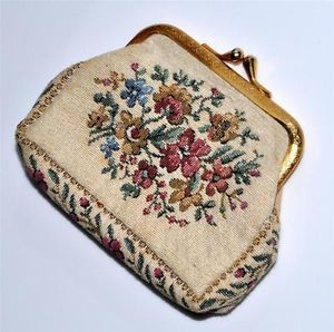 Vintage Tapestry Romantic Floral Change Coin Purse Made in France Excellent