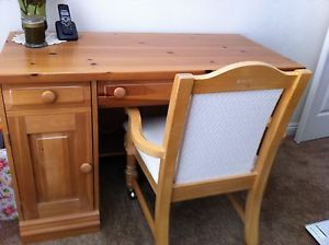Broyhill Fontana Pine Queen Bed Frame Headboard Footboard Good Condition
