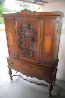 Beautiful Antique Early 1900's China Cabinet w Fretwork Lots of Details