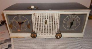 Zenith Vintage Tabletop Clock Radio Model C519