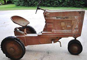 International Farmall 806 Pedal Tractor Ertl 450 6401 Vintage Antique RARE