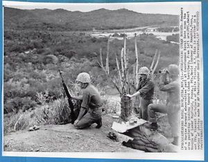 1962 Guantanamo Cuba USMC Marine Forward Observation Post Original Wirephoto