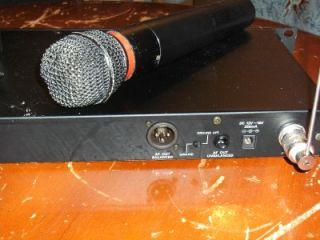 Audio Technica ATW R11 Pro R2 Wireless Microphone System w ATW T28 Hand Held Mic