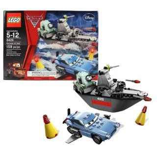 """Lego Year 2011 Disney Pixar """"Cars 2"""" Movie Scene Set #8426   ESCAPE AT SEA with Professor Zundapp, Finn McMissile and Battleboat (Total Pieces 159) Toys & Games"""