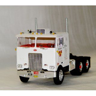 AMT 1/25 Peterbilt Cabover Pacemaker 352 Tractor Truck Model Kit: Toys & Games